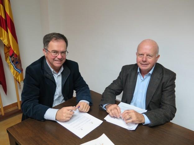 Los alcaldes de Sant Josep y Sant Antoni firman el convenio para la puesta en marcha del Proyecto de Reordenación de la Bahía