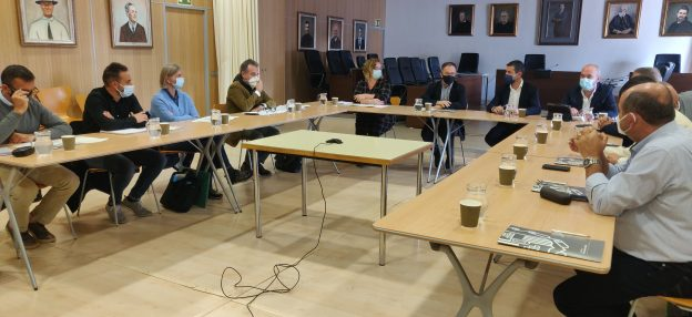 El Ayuntamiento de Sant Josep de sa Talaia lidera una reunión de trabajo con el equipo redactor y la oficina técnica que pilotará la reordenación de la bahía desde Port des Torrent hasta Cala Gració con el objetivo de poner las bases para esta importante transformación